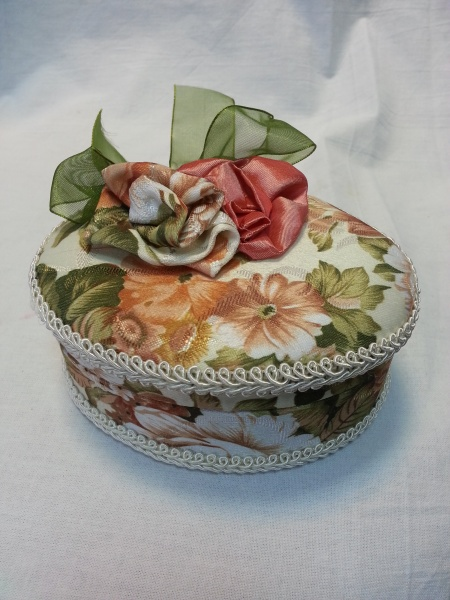 Circle Jewelry Box with flowers