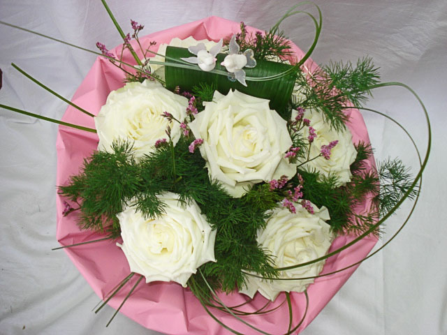 7 White Roses Bouquet