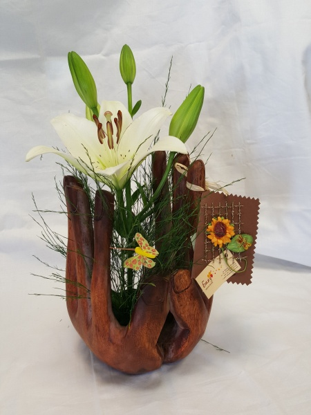 Flower arrangement - Served with both hands