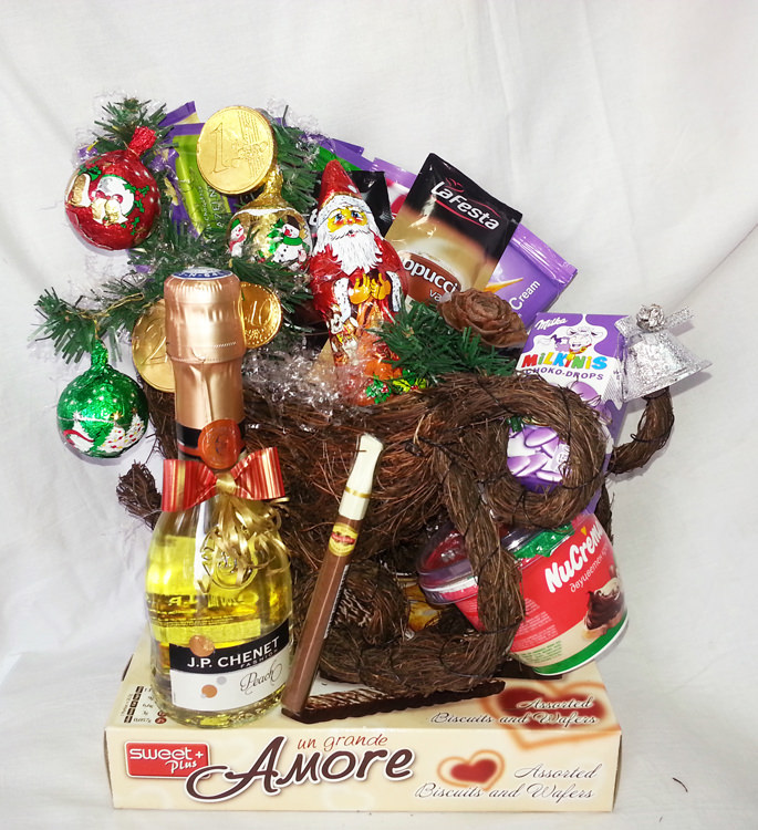 Flower And Gift Baskets For Delivery : Christmas gift basket sleigh with champagne and