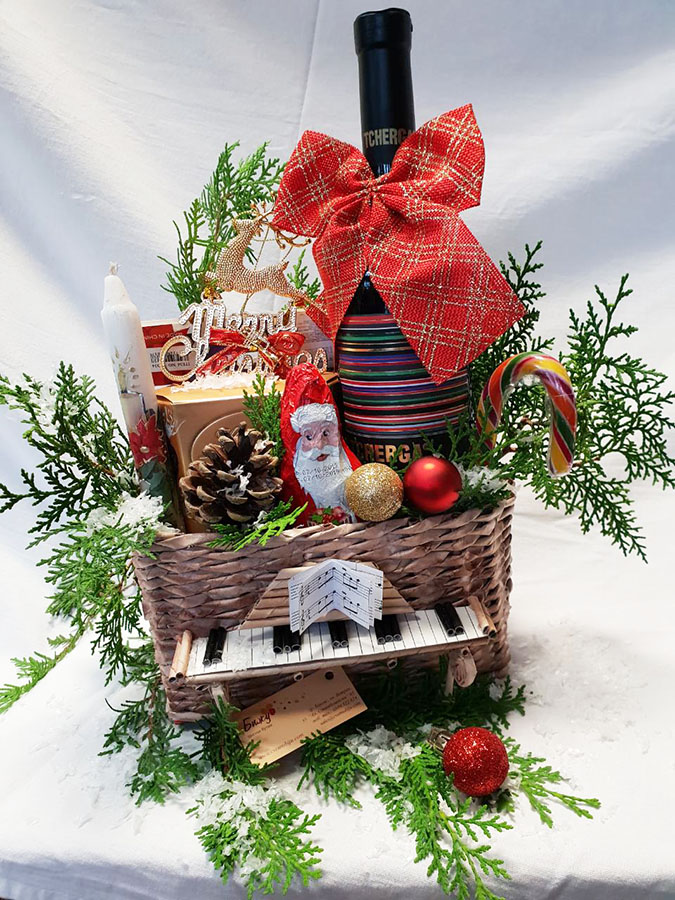 Basket - piano, red wine and chocolate