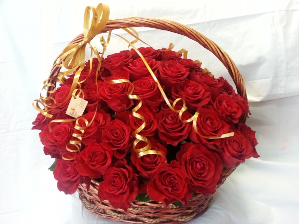Chicago Red Roses Basket
