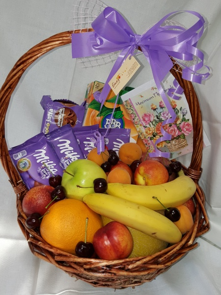 Fruits and Chocolates Gift Basket