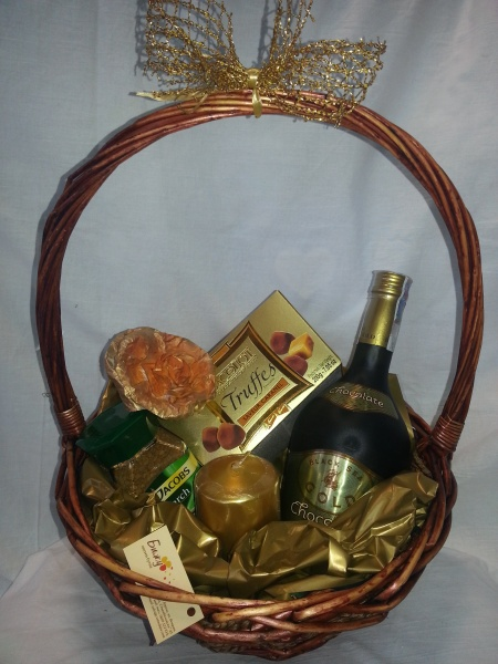 Basket liquor and candy - Golden Moments