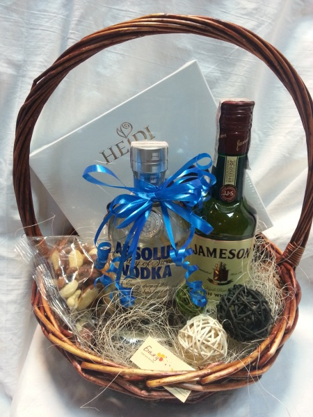 Basket with vodka and whiskey - Absolute jump