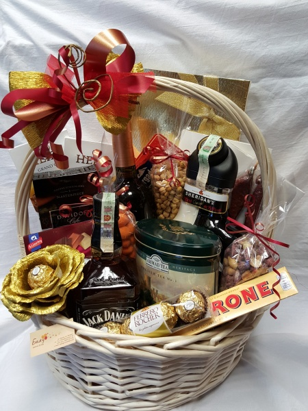 Luxury Basket - Golden Rose