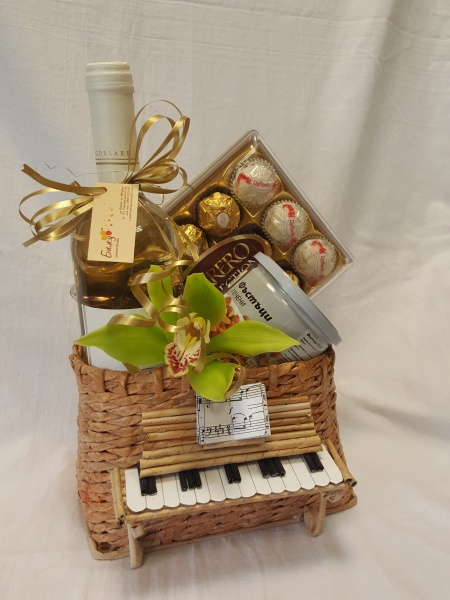 Grand Piano Basket