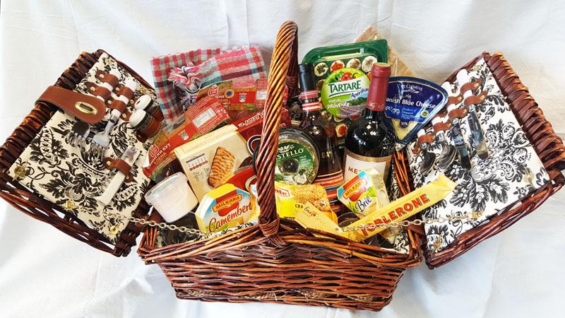 Picnic Gift Basket & Gift Baskets | Flower delivery to Bulgaria | Cvetnobiju.com | Send ...