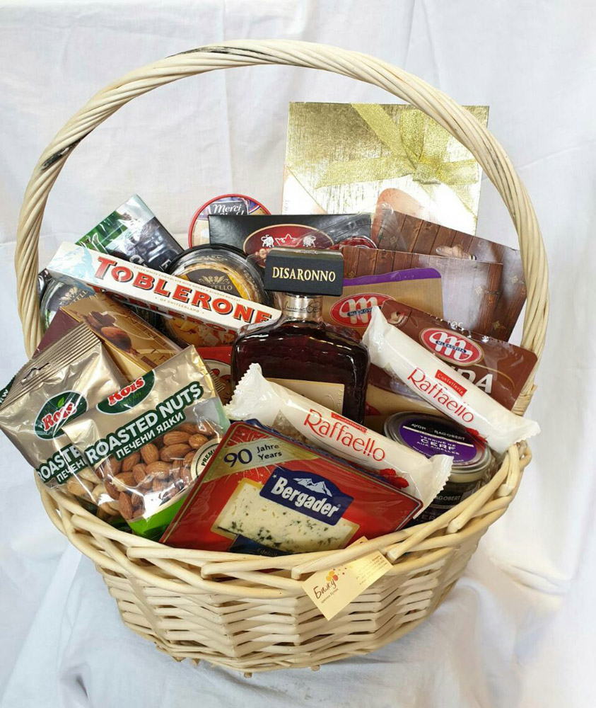 Gift basket with Italian liqueur Disaranno
